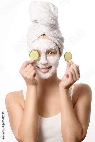 canvas print picture Lächelnde Frau mit einer Maske im Gesicht