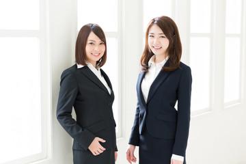 笑顔の二人の女性 ビジネス