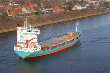 Frachtschiff aus der Vogelperspektive