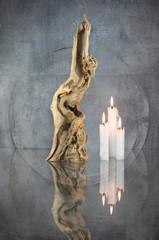 Wurzelholzskulptur mit Kerze