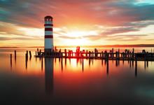 lever de soleil à la plage avec le phare