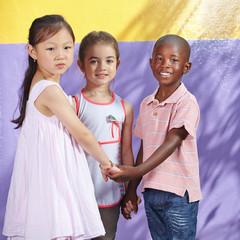 Multikulturelle Gruppe Kinder