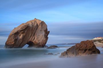 Penedo do guincho na Praia de santa cruz