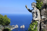 Statue romaine et vue sur les Fariglioni à Anacapri - Italie - 62646609