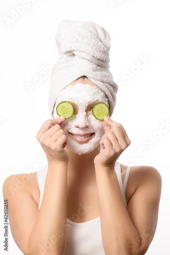 canvas print picture Lächelnde Frau mit einer Anti-Aging Maske