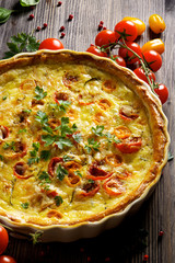 Quiche with cherry tomatoes, cheese and herbs