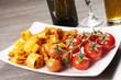 Pasta con salsa di pomodoro e calamari