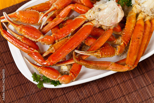 Snow Crab legs with fresh lemon slices - 62666438