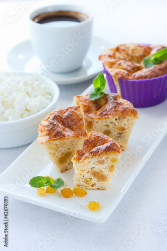 Pie with cottage cheese, wholegrain flour and raisins