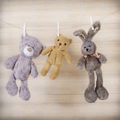 Drei Teddys an der Wäscheleine