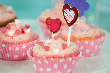 cupcake mit Herzen verziert