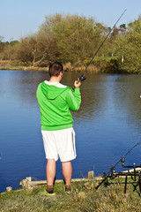 pêcheur carpe brochet en étang