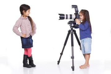 enfant photographe avec mannequin