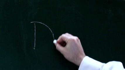 Eine Männerhand schreibt Danke auf eine Tafel