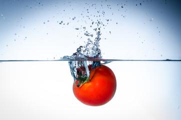 tomate im wasser