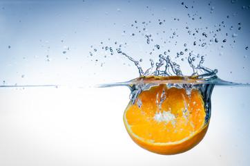 orange im wasser