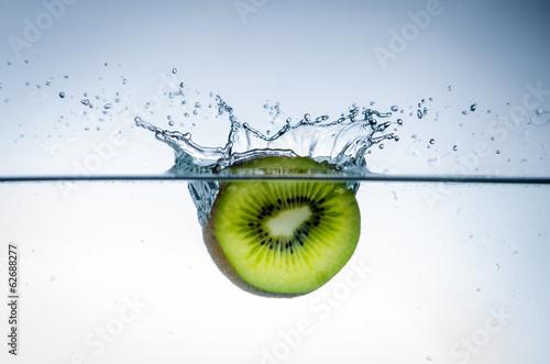 kiwi im wasser