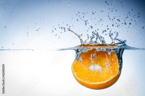 Fototapeta orange im wasser
