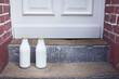 Milchflasche vor der Haustür