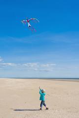 Dänemark, Römö, Junge Drachen steigen an der Nordsee