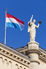 Luxemburg, Ansicht der Deputiertenkammer mit Fahne