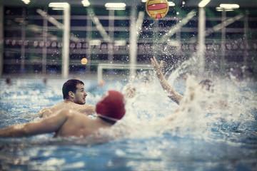 Wasserball -Spieler in Wasser