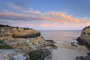 Albandeira é uma praia do Algarve em Portugal