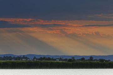Österreich, Burgenland, Ansicht der Neusiedler See Seewinkel Nationalpark bei Sonnenuntergang