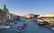 Italien, Venedig, Morgenverkehr auf Canal Grande in St. Lucia