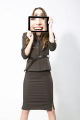 Geschäftsfrau, die Bild mit Tablet PC