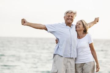Spanien, Senior Paar Spaß am Meer