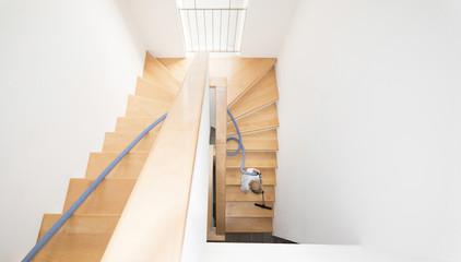 Österreich, Junge Reinigung von Treppen
