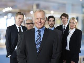 Gruppe von sechs Geschäftspartnern