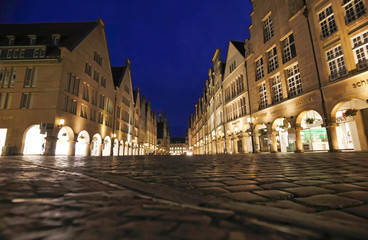 Deutschland, Münster, Ansicht der Stadt in der Abenddämmerung