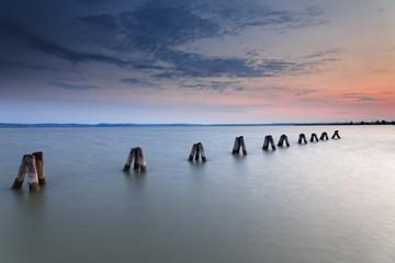 Österreich, Burgenland, am Neusiedler See in der Abenddämmerung