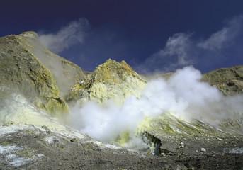 Neuseeland, Dampf und Schwefel in Krater