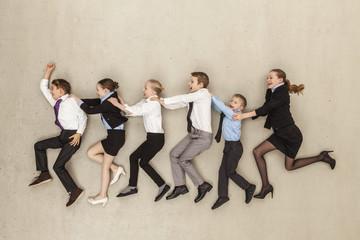 Geschäfts Kinder laufen