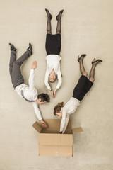 Geschäftsleute steigen in Box