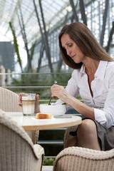 Geschäftsfrau, die Mittagspause
