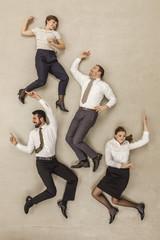 Geschäftsleute tanzen im Büro