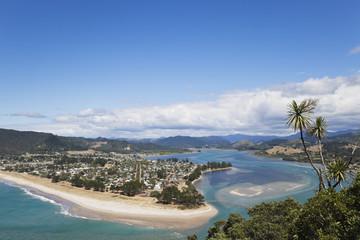 Neuseeland, Coromandel Halbinsel, Blick Pauanui Dorf und Strand