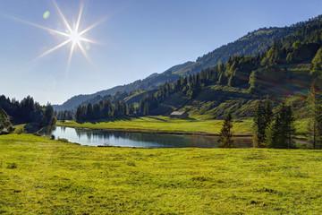 Österreich, Vorarlberg, Blick auf Lecknersee See im Tal Lecknertal