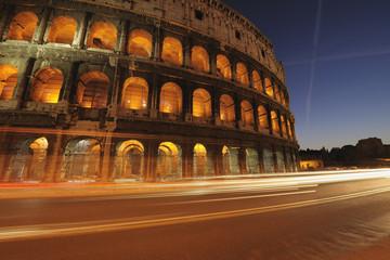 Europa, Italien, Rom, Ansicht von Colosseum in der Nacht