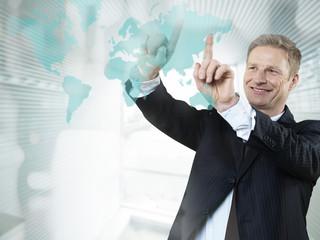 Businessmann geben Präsentation im Büro