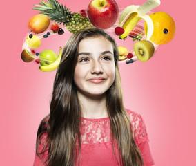 Mädchen mit fliegenden Früchte um ihren Kopf, Composite