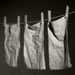 Papier Trocknen auf der Wäscheleine