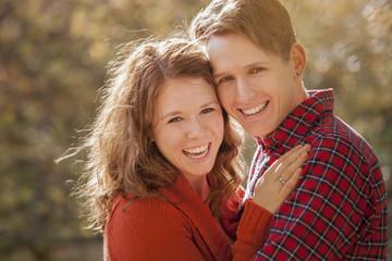 Portrait eines glücklichen jungen Paares