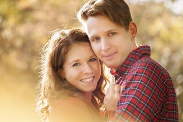 glückliches jungen Paares