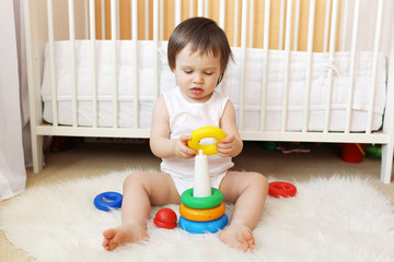 baby plays nesting blocks