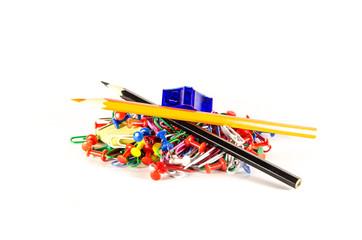 Скрепки, кнопки, ластик, точилка, карандаши
